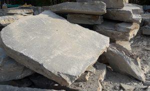 Blocchi grezzi pietra di Luserna selezionati in base alle lavorazioni più idonee