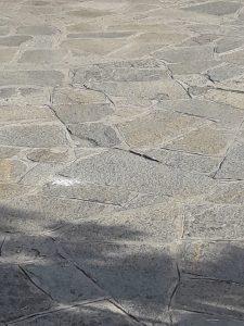 Mosaico o palladiana in pietra di Luserna per pavimento esterno.