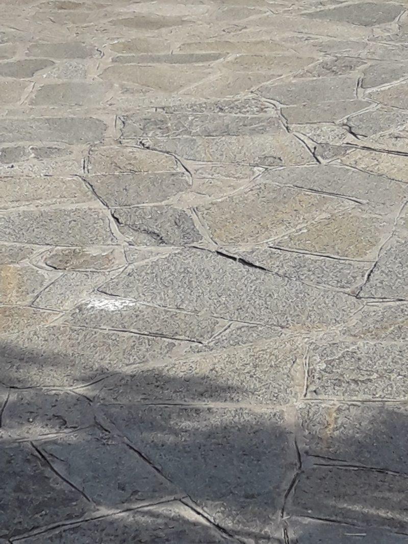 Vialetti In Pietra Prezzi offerta a stock mosaico in pietra di luserna per pavimenti.