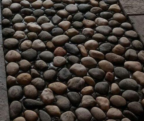 Scalinata esterna in pietra di Luserna a piastrelle e liste da muro