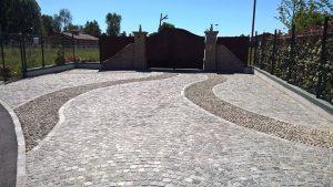 Pavimentazione viale entrata garage carrabile, misto cubetti pietra Luserna e ciottoli da fiume
