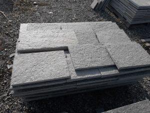 Piastrelle in pietra di Luserna per pavimento lati segati colore grigio blu