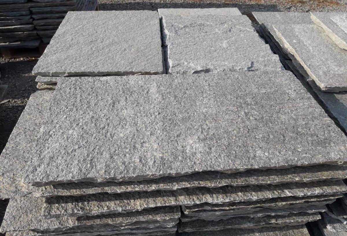 Quadratoni per pavimenti esterni di luserna pelganta giorgio - Piastrelle di pietra per esterni ...
