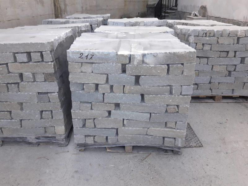 Liste per rivestimento o cordoli in pietra di luserna for Cordoli in cemento bricoman