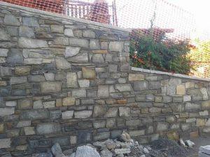 Sassi per rivestimento muro con Luserna misure e colori misti.