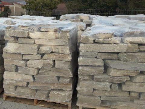Sassi o pietre per rivestimento muri di luserna in offerta for Sassi finti per esterno