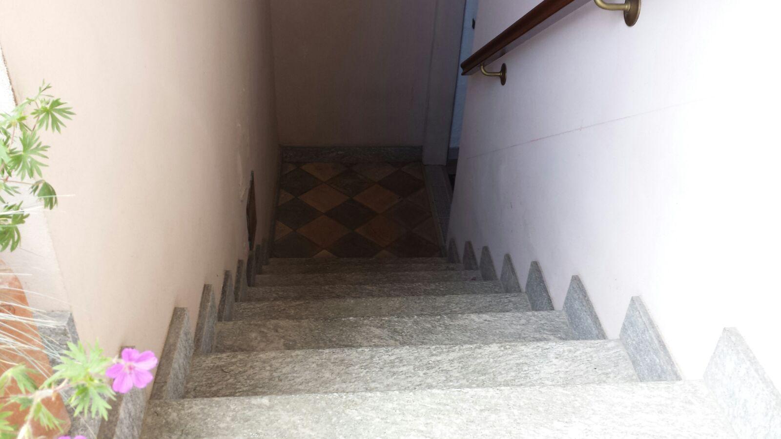 Scale Da Esterno In Pietra : Scale interne legno marmo o gres porcellanato zanella