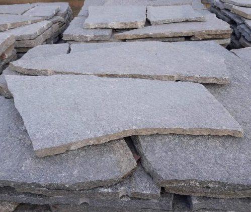 Pavimento a mosaico o palladiana in pietra di Luserna colorazione mista