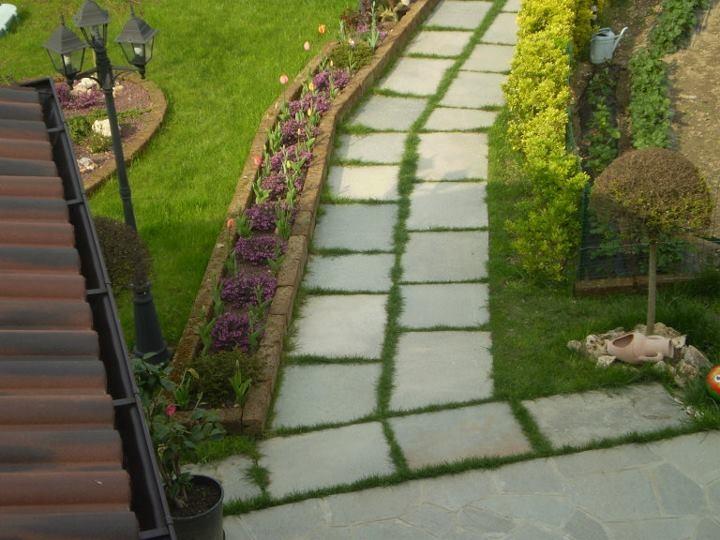 passatoia giardino posa a secco su prato con pietra di Luserna