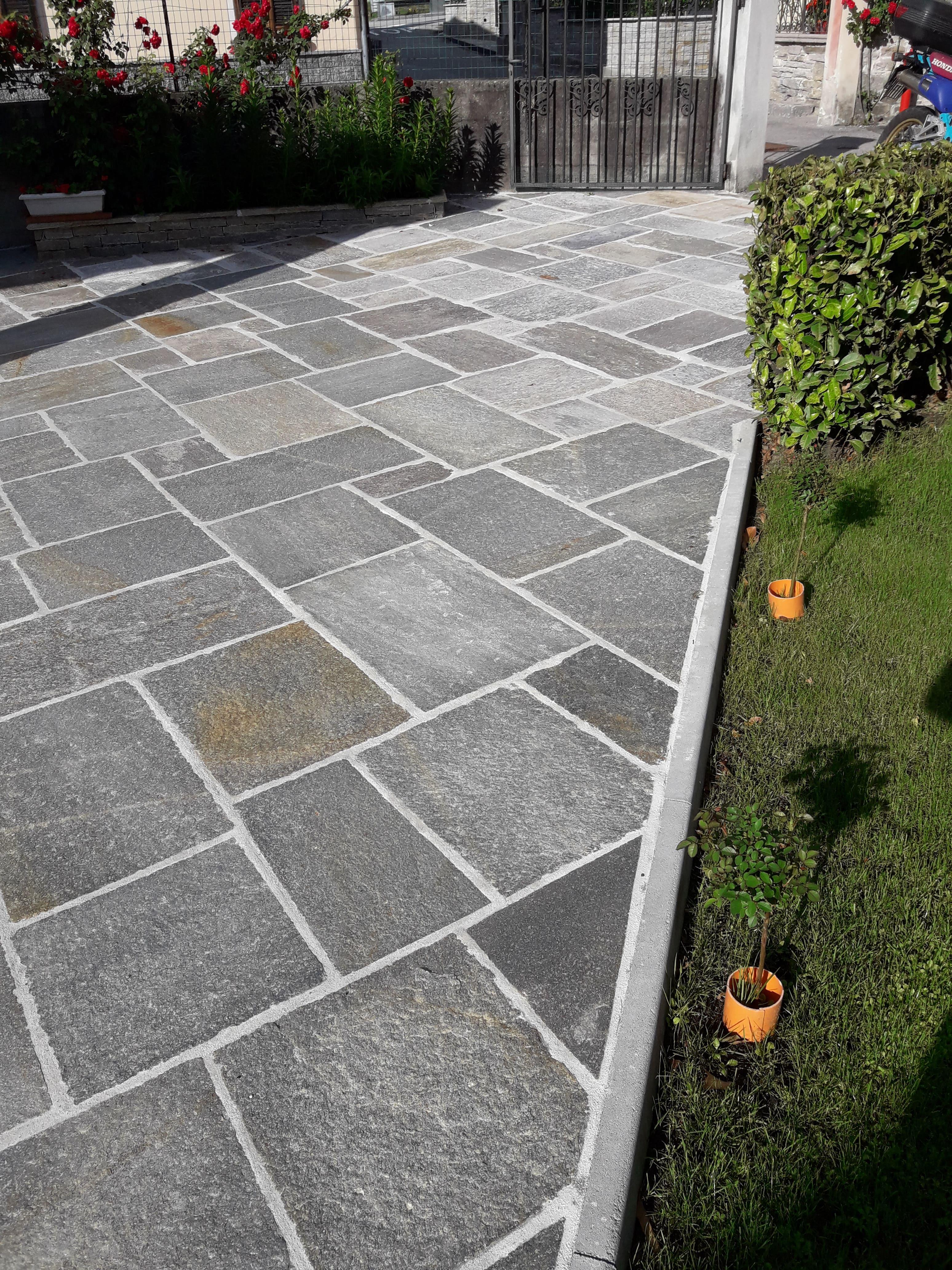Quadratoni per pavimenti esterni di luserna pelganta giorgio for Pavimento da giardino