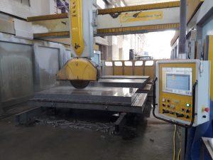 Taglio lavorazione a macchina CNC pietra di Luserna.
